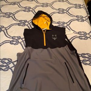 Under armour large fitted hoodie